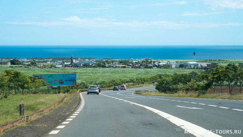 Дороги на Маврикии в основном прямые, но в горах много серпантина