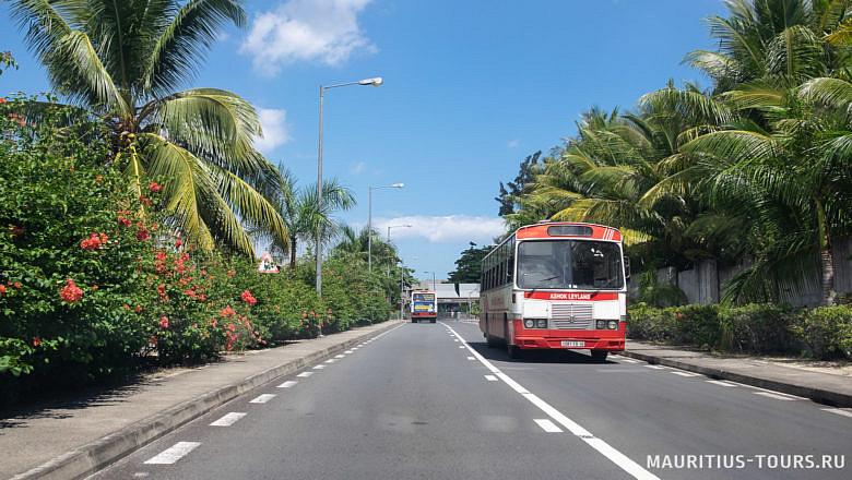 Автобусы - хороший способ передвагаться во время отдыха на Маврикии