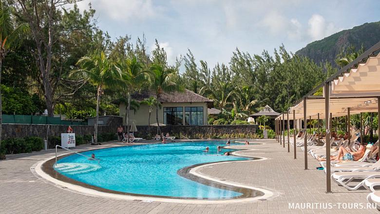 Один из бассейнов в отеле Riu Creole Le Morne