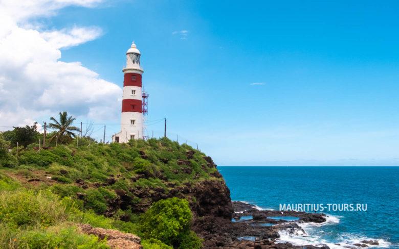 Маяк Альбион - одна из достопримечательностей острова