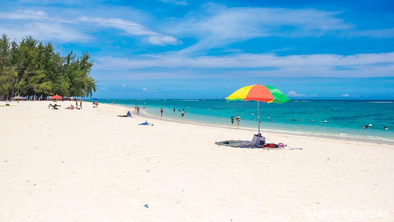 Белоснежный пляж Flic en Flac на Маврикии