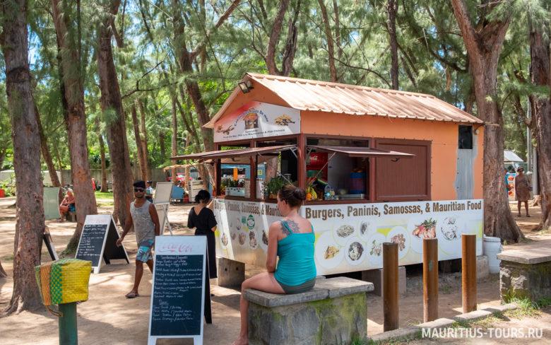 Фастфуд на пляже Тру о Биш на Маврикии